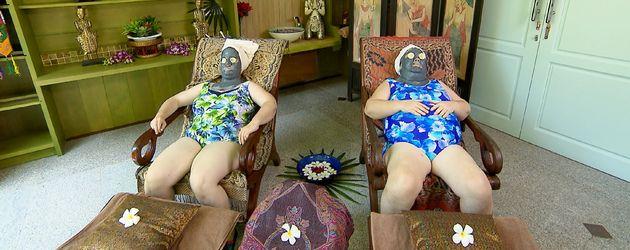 Beate und Irene bei Beauty-Behandlung in Thailand