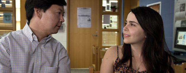Mae Whitman und Ken Jeong