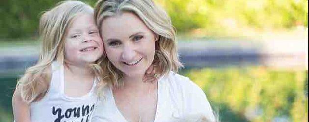 Beverley Mitchell mit ihrer Tochter Kenzie und ihrem Sohn Hutton