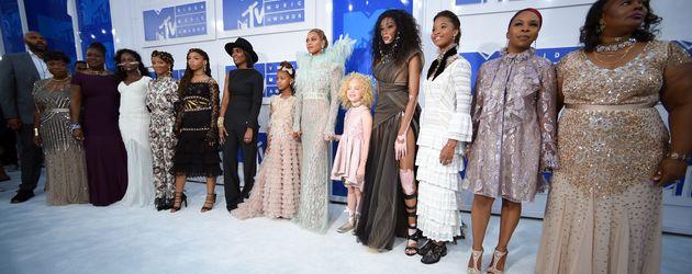 Beyoncé und ihre Girls auf dem roten Teppich der VMAs 2016