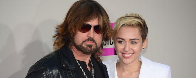 Billy Ray Cyrus und Miley Cyrus bei einer Award-Show