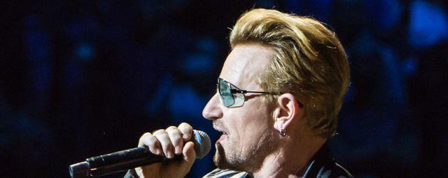 Bono bei einem Konzert in Paris