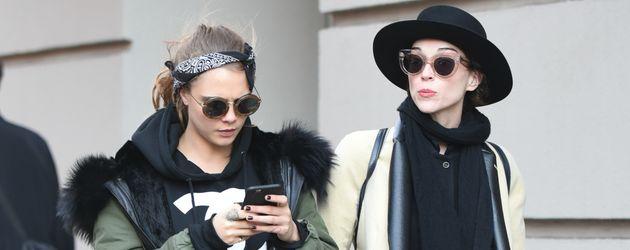 Cara Delevingne und St. Vincent (Annie Clark) unterwegs in New York