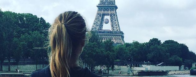 It-Girl Cathy Hummels vor dem Eiffelturm in Paris