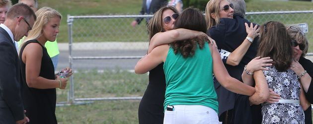 Christina Grimmies Familie bei der Ankunft zu ihrer Trauerfeier