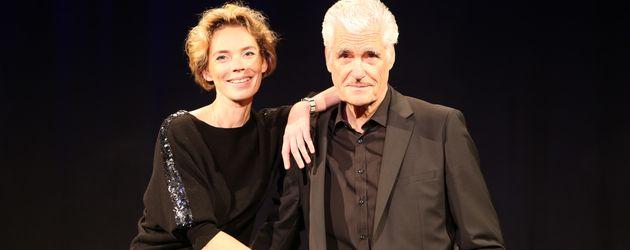 Kabarettistin Christine Schütze und Sky du Mont im Hamburger Theater