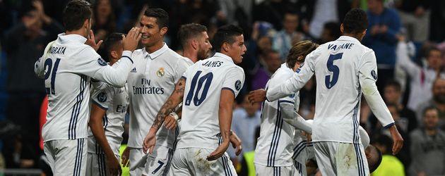 Cristiano Ronaldo und seine Kollegen von Real Madrid nach einem Fußballspiel