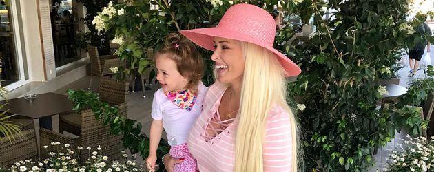 Daniela Katzenberger (r.) mit ihrer Tochter Sophia