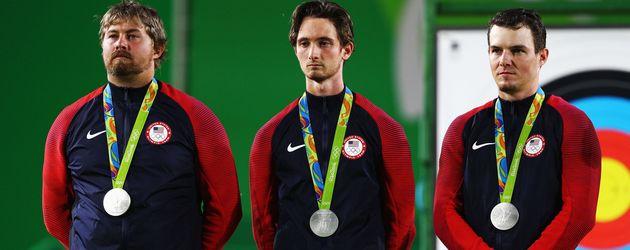 Holten in Rio Silber im Bogenschießen: Brady Ellison, Zach Garrett, Jake Kaminski (v.l.n.r.)