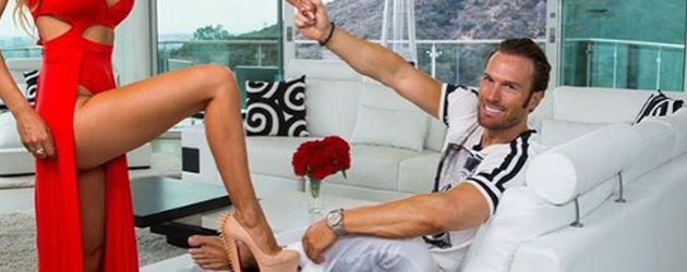 Maria und Bastian Yotta in ihrer Villa in Los Angeles