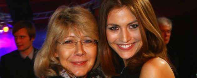 Fiona Erdmann mit ihrer Mutter im Jahr 2009 in Berlin