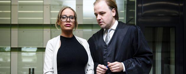 Gina-Lisa Lohfink und Rechtsanwalt Burkhard Benecken kurz vor dem Prozess im Amtsgericht Tiergarten