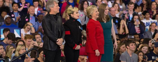 Jon Bon Jovi, Lady Gaga, Hillary Clinton und Chelsea Clinton im Wahlkampf 2016