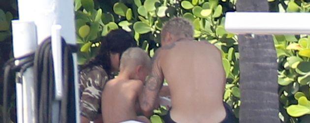 Justin Bieber, Bruder Jaxon und eine unbekannte Brünette (v.r.) in Miami