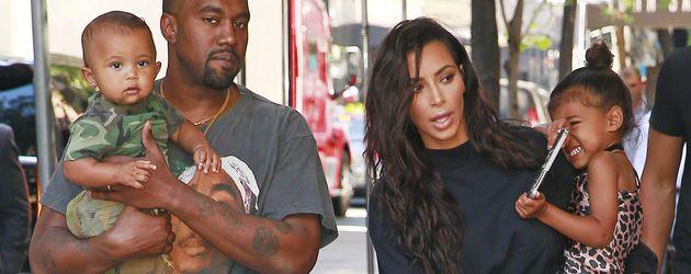 Kanye West und Kim Kardashian mit ihren Kindern Saint und North