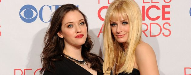 "Kat Dennings und Beth Behrs bei den ""People's Choice Awards"""