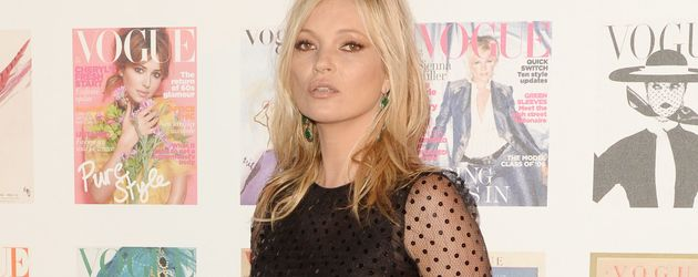 Kate Moss auf dem Red Carpet beim British Vogue 100th Anniversary Gala Dinner