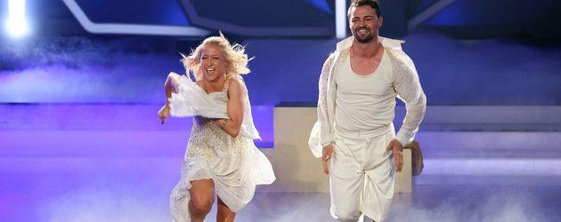 "Kathrin Menzinger und Heinrich Popow in der 9. Folge ""Let's Dance"""