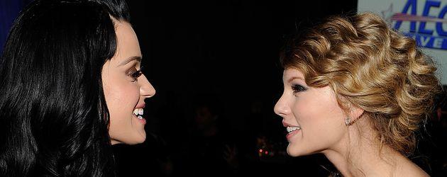 Katy Perry und Taylor Swift bei den Grammy-Awards 2010