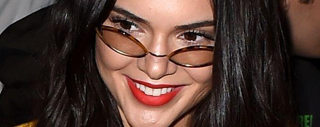 Kendall Jenner strahlt bei der Creators Fashion-Show in LA