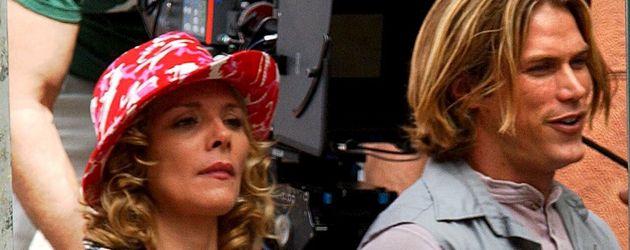 """Kim Cattrall und Jason Lewis 2001 am Set von """"Sex and the City"""""""