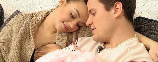 Kim Debkowski und Rocco Stark mit ihrer Tochter Amelia