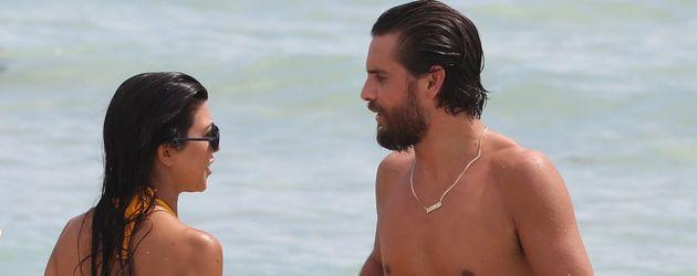 Kourtney Kardashian und Scott Disick am Strand von Miami