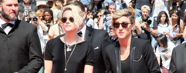 Kristen Stewart und Alicia Cargile in Cannes