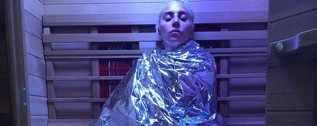 Sängerin Lady Gaga in einer Infrarot-Sauna