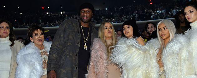 Khloe Kardashian, Kim Kardashian, Kendall Jenner, Lamar Odom, Kris Jenner und Caitlyn Jenner