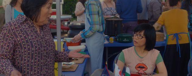 "Lane (Keiko Agena) und Mrs. Kim (Emily Kuroda) in einer ""Gilmore Girls""-Szene"