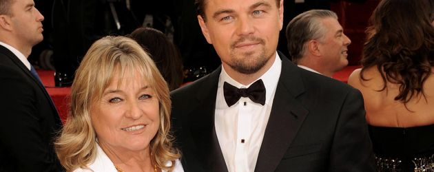 Leonardo DiCaprio und seine Mutter auf dem roten Teppich bei den Golden Globe Awards