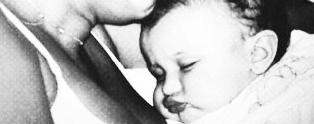 Mama Yolanda und Bella Hadid als Baby