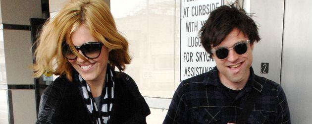 Mandy Moore und Ryan Adams 2009 am Flughafen in Los Angeles