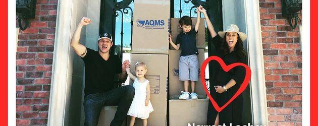 Nick Lachey mit Ehefrau Vanessa und ihren Kindern Cameron und Brooklyn sowie Hündchen Wookie