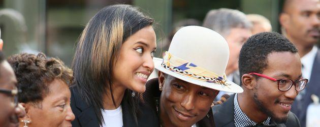 Pharrell Williams mit seiner Frau und seinem Sohn Rocket Ayer im Jahr 2014