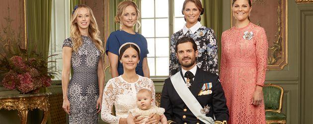 Prinz Alexander mit seinen Eltern und Tanten