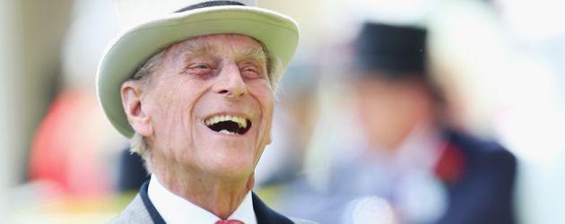 Prinz Philip lacht herzlich beim Ascot-Pferderennen