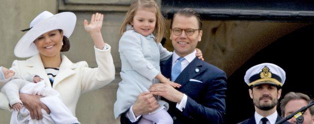 Prinzessin Estelle von Schweden, Prinzessin Victoria von Schweden, Prinz Oscar von Schweden und Prin