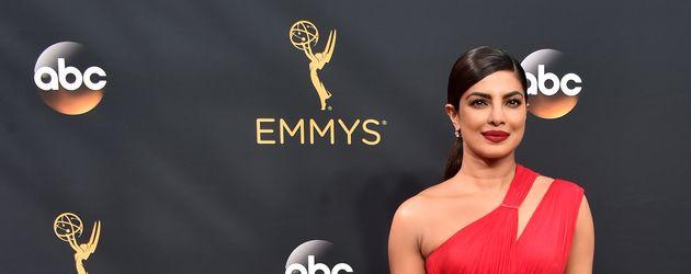 Priyanka Chopra auf dem roten Teppich der Emmys 2016
