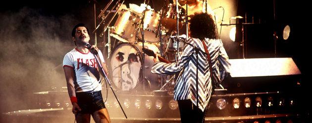 Freddie Mercury bei einem Konzert mit seiner Band Queen