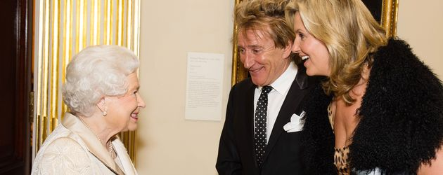 Queen Elizabeth II., Rod Stewart und Penny Lancaster in London