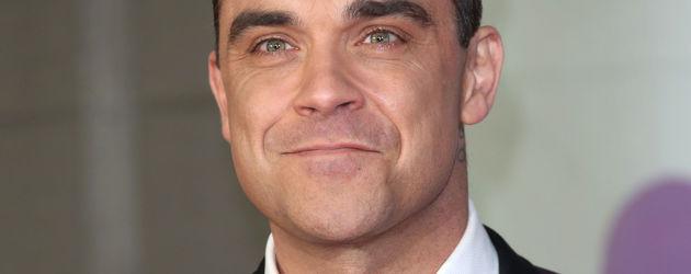 Robbie Williams im Anzug bei den Brit Awards