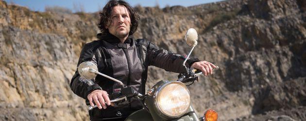 """Rolf (Stefan Franz) auf seinem Motorrad bei """"Unter uns"""""""