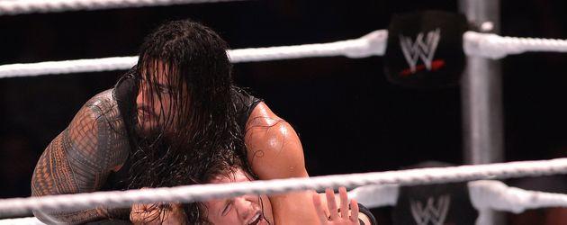 Roman Reigns während eines WWE-Kampfes