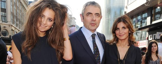 "Rowan Atkinson, Sunetra Sastry & Lily (l.) bei der ""Johnny English Reborn""-Premiere 2011 in London"