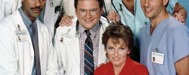 """Sagan Lewis mit dem """"St. Elsewhere""""-Cast 1985"""