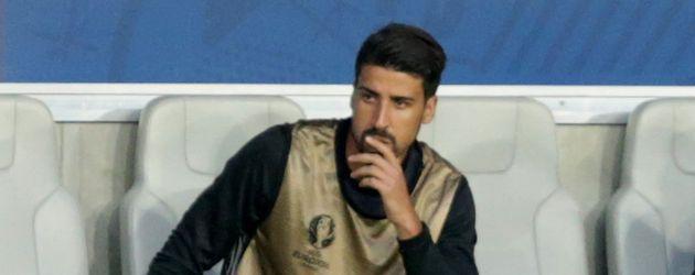 Sami Khedira beim EM-Spiel Deutschland gegen Italien verletzt auf der Bank