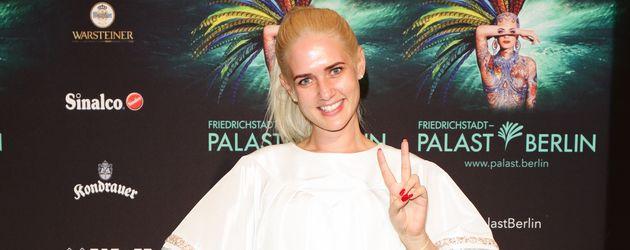 """Sarah Knappik bei der """"THE ONE""""-Premiere im Friedrichstadt-Palast"""