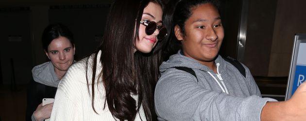 Selena Gomez am Flughafen von Los Angeles